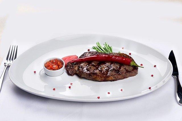 【心理テスト】ステーキの味付けはどうする? 「あなたの恋多き女度」