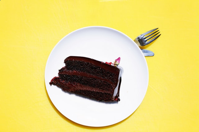 【心理テスト】「ケーキを一口ちょうだい」と言われたら? 「あなたの不倫女度」