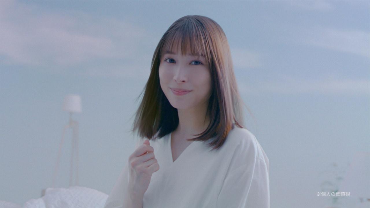 """広瀬アリス、自分の髪の""""とろめき""""に笑みがこぼれる。新CM公開!"""