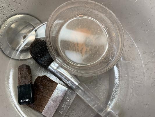 メイクブラシ 洗い方