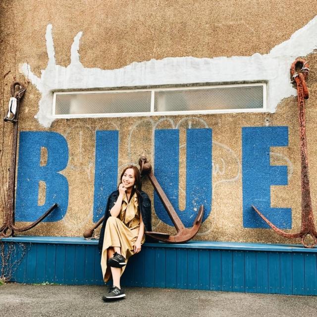 ✗𝘽𝙇𝙐𝙀 𝘽𝙇𝙐𝙀 𝙔𝙊𝙆𝙊𝙃𝘼𝙈𝘼✗ . . セレクトショップのブルーブルー横浜💙 倉庫をリノベしたアパレルショップ🧦 . . お店の壁がブルー一面だったり、BLUEとテキストが描かれてたり♬ . . 私が行ったときは、ブルー一面の壁の前でカフェしてる人たちがいたから、また別の機会にチャレンジしたい。笑 . . ◈◈info◈◈ 𝘽𝙇𝙐𝙀 𝘽𝙇𝙐𝙀 𝙔𝙊𝙆𝙊𝙃𝘼𝙈𝘼  住所:神奈川県横浜市中区海岸通1-1 TEL:045-663-2191 営業時間:11時30分~20時