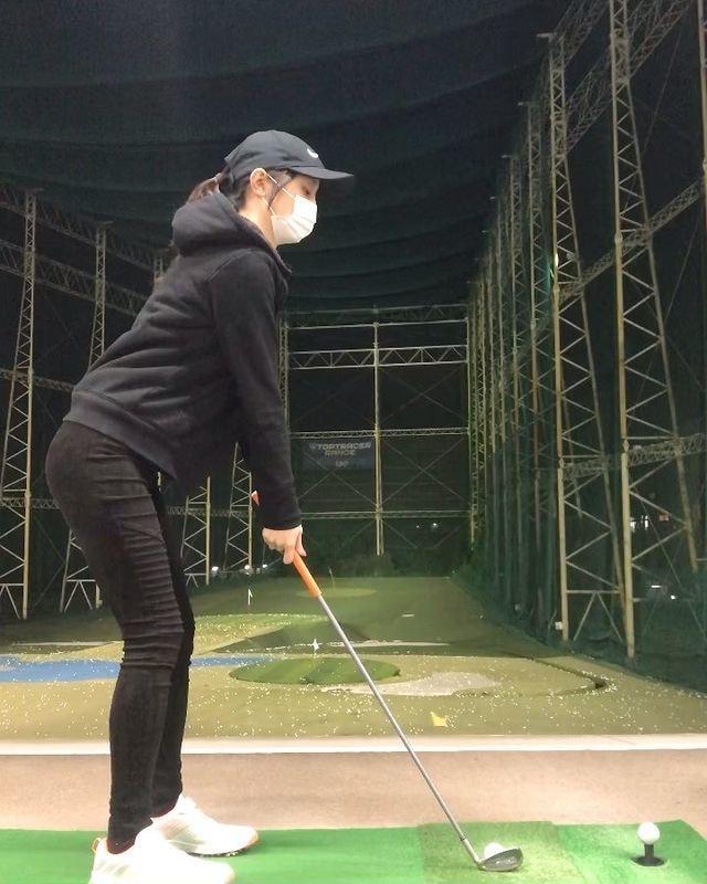久しぶりゴルフ練習  半年以上ぶりにグリップ握ったので不安だったけど、一応打てて安心😌  #ゴルフ女子 #ゴルフスイング