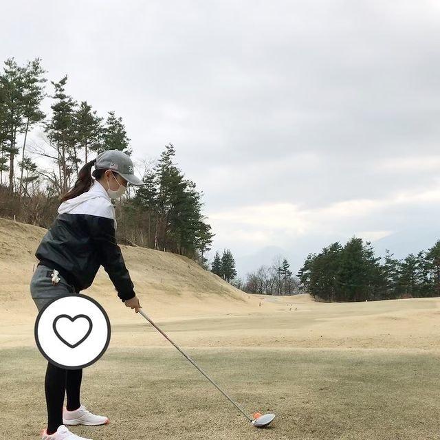 . 🏌️♀️⛳️  先日の半年ぶりゴルフ  なんと初ラウンドしたゴルフ場でした(3年ぶり)  ここのゴルフ場はとにかくグリーンの傾斜が激しくて平均値3.5パットは叩いてたな。  練習あるのみ。。  #ゴルフ女子 #ゴルフスイング
