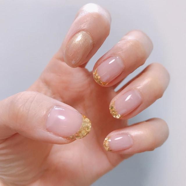. 💅  ピンクベース×ゴールドラメフレンチで大人可愛く。  ちゃんと艶出しできて満足😊  #nail #nailgram  #ネイル #ジェルネイル